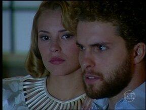 O Profeta - capítulo de sexta-feira, dia 07/06/2013, na íntegra - Sônia e Marcos se mudam para o novo apartamento. Carola e Arnaldo se beijam. Tony volta para casa