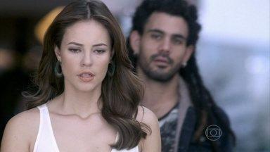 Paloma discute com Ninho - Ele fica indignado quando a ex-namorada avisa que vai se casar com Bruno e tenta convencê-la a viver com ele. Paloma diz a Félix que não confia em Ninho