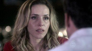 Glauce suspeita que Paulinha possa ser a filha de Paloma - Bruno não acredita na médica e pede que ela não estrague a amizade que existe entre eles. Félix convence Paloma a usar um vestido preto no jantar de noivado