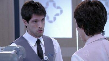 Luciano troca a refeição de um paciente - Joana vê o erro do rapaz e Ordália implora para que ela não reclame de seu filho