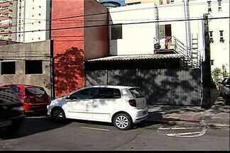 Gari é atropelado por motorista com sinais de embriaguez no ES - Segundo testemunhas, o gari estava trabalhando, quando foi atingido.Ele está internado no Hospital São Lucas, com estado de saúde estável.
