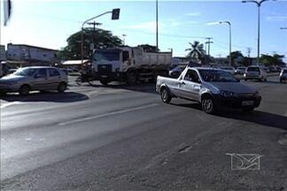 Falta de sinalização e desrespeito à lei complicam trânsito de São Luís - A falta de sinalização e o desrespeito às leis de trânsito são motivos de reclamação dos pedestres em São Luís. É preciso muita atenção para evitar acidentes.