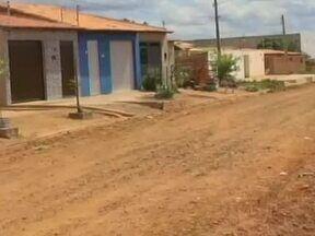 Calendário volta a Picos para ver situação de moradores que reclamavam de matagal - Calendário volta a Picos para ver situação de moradores que reclamavam de matagal