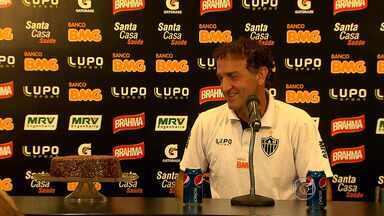 Cuca já tem na ponta da língua o que quer de presente de aniversário - Neste domingo, na Arena do Jacaré, o Galo pega o Grêmio. O time quer a primeira vitória para deixar a lanterna do Campeonato Brasileiro.
