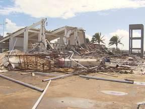 Casa de shows que funcionava na antiga sede de praia do Bahia é demolida - A área foi repassada ao município como pagamento de dívidas do bahia com o IPTU.