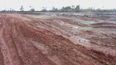 Atoleiros na Rodovia AP-70, entre Macapá e Cutias - A Rodovia AP-70, que liga Macapá ao município de Cutias do Araguarí, está com dificuldade de acesso. Atoleiros se formam em vários trechos da via.