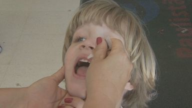 Postos de Campinas vacinam 57,5 mil crianças em primeiro dia de campanha contra pólio - Campanha, que vai até o dia 21, pretende vacinar 60.700 crianças entre seis meses e cinco em Campinas.