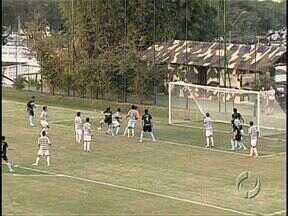 Germano faz dois gols e Lec começa com vitória Série D do Brasileiro - A partida, disputada em Curitiba contra o J. Malucelli, terminou em 2 a 1. O Londrina saiu na frente, viu o jogo empatar, mas no segundo tempo liquidou a partida. Os dois gols do Tubarão foram de cabeça.