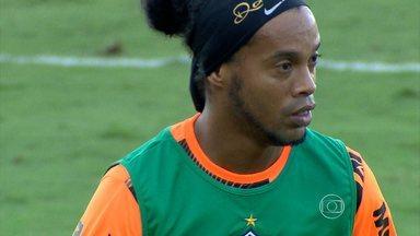 Atlético-MG entra em campo neste domingo com duas estrelas à disposição de Cuca - Ronaldinho Gaúcho e Diego Tardelli voltam ao time. O Galo enfrenta o Grêmio às 16h30, na Arena do Jacaré, em Sete Lagoas.