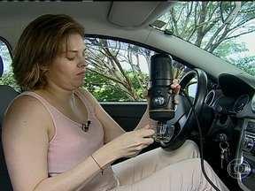 Café expresso agora também pode ser feito dentro do veículo - O cafezinho, que aparecia no painel apenas de forma virtual, no sensor de fadiga, vira real. Máquina usa o acendedor como tomada e precisa de água e pó.