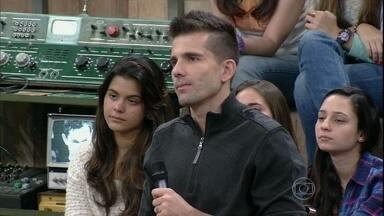 Victor revela que na adolescência era jogador de vôlei - Goleiro diz que vôlei ajudou a ter habilidade com as mãos