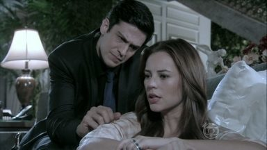 Félix incentiva Paloma a descobrir a sua origem - Ele insinua que existe um mistério que envolve o nascimento da irmã
