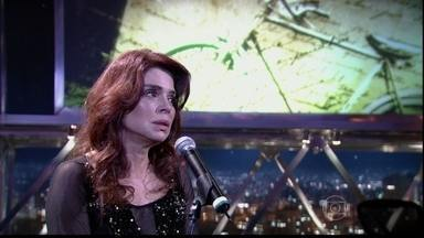 "Françoise Forton apresenta número musical no palco do programa - O número faz parte do musical ""Nós Sempre Teremos Paris"", de Arthur Xexéo"
