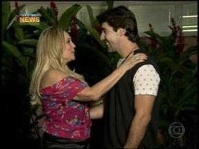 Susana Vieira relembra primeiro beijo em Sandro Pedroso - Casal participa de ping-pong e respondem perguntas sobre o relacionamento