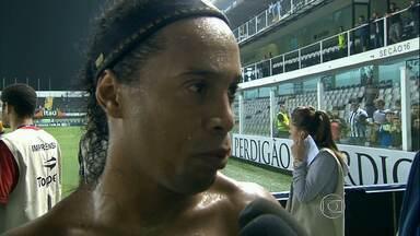 Atlético-MG e derrotado pelo Santos e volta a zona de rebaixamento - Time sofreu um gol no início da partida, na Vila Belmiro, e não conseguiu reagir.
