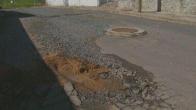 Morador relata problema em rua da Vila Industrial, em Campinas - Um buraco na Vila Industrial, em Campinas (SP), foi deixado por uma empresa após a construção de prédios no local. O problema gera incômodo para os moradores e motoristas.