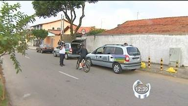 Acidentes com ciclistas aumentam em relação a 2012 - Levantamento da Sec. de Transportes de São José mostrou que os acidentes envolvendo ciclistas aumentaram na cidade no último ano. Esses números vão na contramão dos dados sobre acidentes de trânsito em geral na cidade, que caíram em relação a 2012.