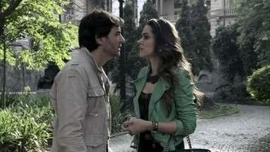 Leila sugere que Tales se case com Nicole para herdar sua fortuna - Tales fica irritado com a sugestão Leila