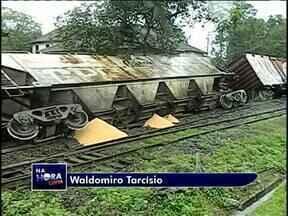 Trem carregado com soja descarrila em Paranaguá - A imagem foi enviada por um telespectador
