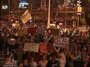 Milhares de manifestantes percorreram as ruas de Sorocaba, SP - Os protestos de Sorocaba (SP) mobilizaram seis mil pessoas, segundo a Polícia Militar. Quinze mil, segundo a Guarda Municipal. Os manifestantes invadiram a rodovia Raposo Tavares por uma hora e meia. Mas ruas, o movimento foi pacífico.