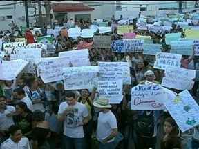 Prefeitura de Natal anuncia redução nas tarifas de ônibus - Em todos os estados do Nordeste, houve protestos na noite da última quinta-feira (20). Em Natal, a prefeitura anunciou uma redução das passagens de ônibus.