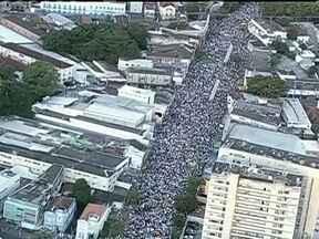 Protesto pacífico reúne mais de 50 mil pessoas nas ruas do Recife - Um protesto pacífico reuniu mais de 50 mil pessoas pelas ruas do Recife na noite da última quinta (20). Na manhã desta sexta, o movimento de pessoas no centro da cidade é tranquilo e o trânsito está normal.