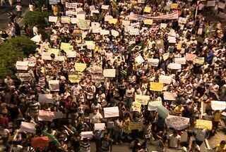 Confira a grandiosidade da manifestação que aconteceu em Aracaju (SE) - As imagens de baixo, junto aos manifestantes, já davam uma ideia da quantidade de pessoas participantes, mas de cima era possível ter uma noção exata. Assista ao vídeo e confira.