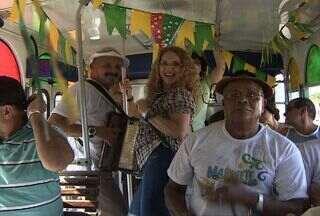 Marionete do forró encanta os turistas em Aracaju (SE) - A marionete é uma atração que não pode faltar no período junino em Aracaju, o ônibus que encanta os turistas, já está nas ruas da capital. Confira.