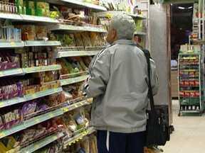 Inflação dos alimentos sobe 5,29% de janeiro a maio em São Paulo - A inflação dos alimentos subiu 5,29% de janeiro a maio desse ano, em São Paulo, mas na comparação com os últimos 12 meses, a inflação do que vai para mesa dos paulistanos passou dos 11% (11,76%).