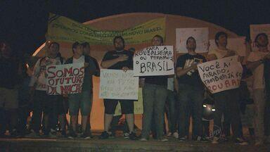 Manifestantes protestam pela segunda vez em Bebedouro, SP - Pessoas se reuniram em frente à Prefeitura da cidade.