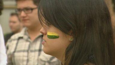 Protesto em Araraquara reúne manifestantes contra a PEC 37 neste sábado (22) - Protesto em Araraquara reúne manifestantes contra a PEC 37 neste sábado (22).