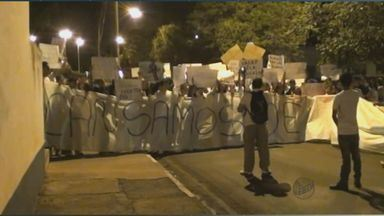 População vai às ruas em Palmeiras e Casa Branca em manifesto pacífico - População vai às ruas em Palmeiras e Casa Branca em manifesto pacífico.