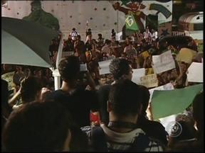 Manifestações ocorrem em mais cidades do noroeste paulista - Na manhã deste sábado (22) moradores de Birigui e Votuporanga (SP) fizeram manifestações. Em Birigui eles saíram da frente da prefeitura. Os manifestantes passaram por ruas do comércio e avenidas. Eles também pedem melhorias nos serviços públicos.