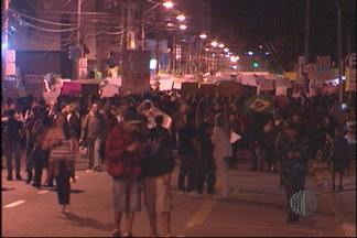 35 mil pessoas participam de uma manifestação histórica nesta sexta-feia - A principal reivindicação foi a diminuição da passagem de ônibus em Mogi das Cruzes
