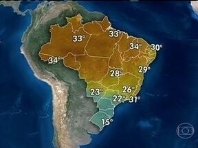 Sábado (21) é de sol em Belo Horizonte e Salvador - As duas capitais recebem jogos da Copa das Confederações. Muitas nuvens cobrem parte do Nordeste e do Sudeste. O céu fica nublado e chove no final da tarde entre o sul de MT, SP e ES. Pancadas de chuva são esperadas entre o AC e o CE.