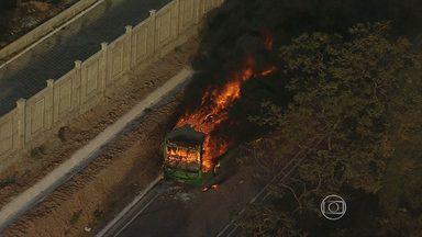 Manifestação de moradores fecha BR-040 por quase todo dia em Ribeirão das Neves - Protestantes pedem melhorias no transporte público.