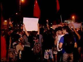 Cerca de três mil pessoas participam de manifestação em Araxá, MG - De acordo com a polícia, a população foi até as ruas para apoiar o movimento nacional e também reivindicar melhorias para problemas locais.