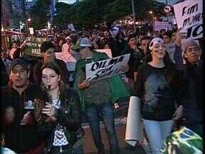 Vários motivos levam moradores de São Mateus do Sul a protestar - Cerca de mil pessoas participaram da mobilização no sábado