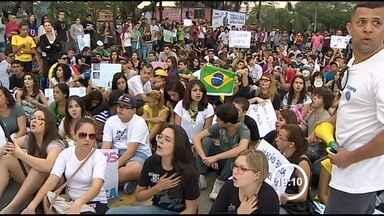 Sábado foi dia de protestos em duas cidades do Vale do Paraíba - Em Jacareí, principal reclamação era pelo sistema de saúde e em Taubaté o alvo foi o transporte. Em ambos os atos não houve incidentes mais graves.
