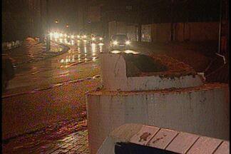JPB2JP: Carro desgovernado destroi Santinha na Capital - Espaço tinha imagem de Nossa Senhora da Penha.