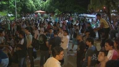 3º dia de protestos em Macapá foi pacífico - 3º dia de protestos em Macapá foi pacífico. Manifestantes se reuniram na Praça da Bandeira e ponte Sérgio Arruda.