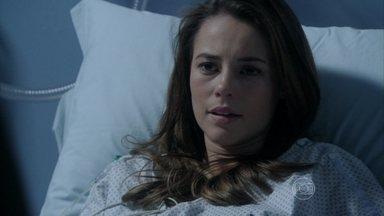 Paloma conta para César que é mãe de Paulinha - Ela pede que o pai a deixe ver a menina e conta que o exame de DNA confirmou suas suspeitas
