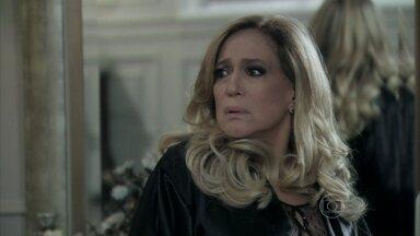 Pilar desconfia da desculpa de César - Ela decide questionar Priscila sobre a história do carro e Bernarda garante que o genro tem outra mulher