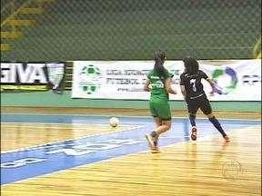 Duas jogadoras de futsal da fronteira são convocadas para seleção de futebol de campo - Letícia e Katiele, que jogam no Foz Cataratas estão convocadas para a seleção brasileira feminina de futebol de campo