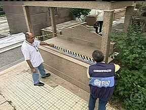 Polícia começa a ouvir depoimentos sobre a venda ilegal de túmulos no RJ - A denúncia foi exibida pelo Fantástico. Serão ouvidas as pessoas envolvidas nas vendas. Na manhã desta terça-feira (9), fiscais da prefeitura foram ao cemitério São Francisco Xavier, no Caju, na Zona Norte da cidade.