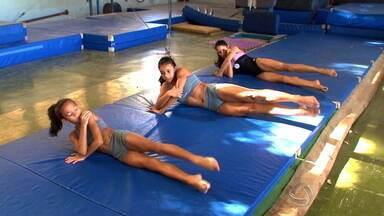 Ginástica artística treina para chegar ao Campeonato Brasileiro - Na capital, a galerinha da ginástica artística busca o Campeonato Brasileiro, em agosto. E os atletas estão bem. No feminino antecede a disputa, faturaram várias medalhas, mesmo sem a estrutura adequada.