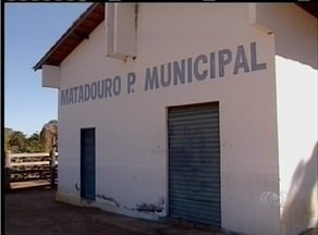 Matadouro interditado continua fazendo abates em Tocantínia (TO) - O matadouro municipal foi interditado em 2009, mas os abates continuam acontecendo sem obedecer regras de higiene da vigilância sanitária