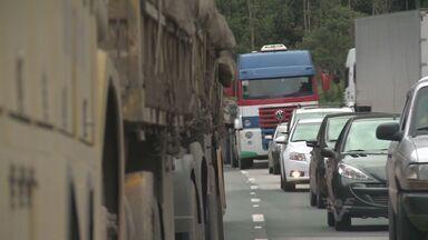 Estradas da Baixada Santista e do Vale do Ribeira têm movimento normal - As estradas da Baixada Santista e do Vale do Ribeira têm movimento normal no fim do feriado prolongado.
