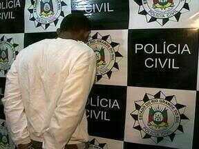 Homem de 27 anos é preso na Vila Recreio em Rio Grande, RS - Ele é acusado de estuprar uma familiar de 60 anos.