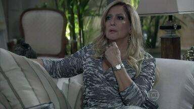 Pilar pede para conhecer Thales - Ela acha estranho o rapaz pedir Nicole em casamento